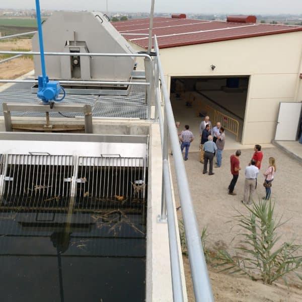 Toma de agua del canal y filtro de cadenas