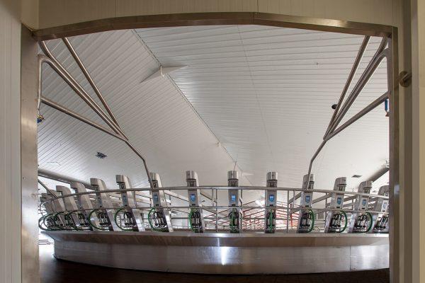 Automatización, conducción y distribución láctea, sala rotativa Granja San José